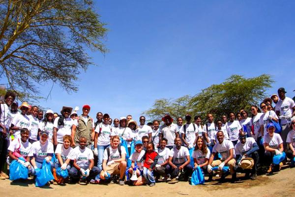 Clean-Up-Kenya-Naivasha-Volunteers